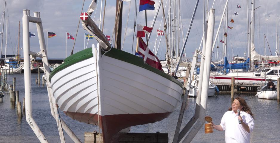 Sildebåden SAGA gendøbes af Jeanette Krolmark fra SAGA-lauget